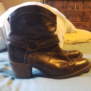 Ankle cowboy booties!